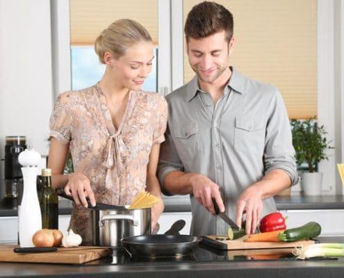 Thanksgiving dinner couple